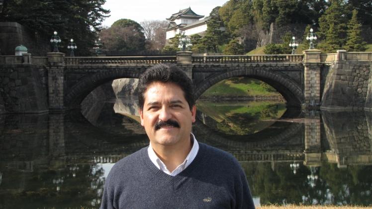 En el Puente de los anteojos, Palacio Imperial de Tokio.