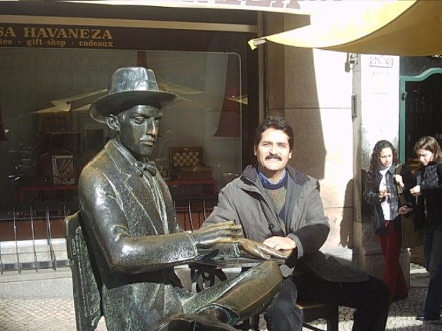 Mi amigo Fernando Pessoa. Lisboa 2004